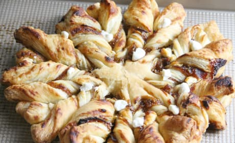 Prosciutto, Fig and Goat Cheese Star Bread Photo