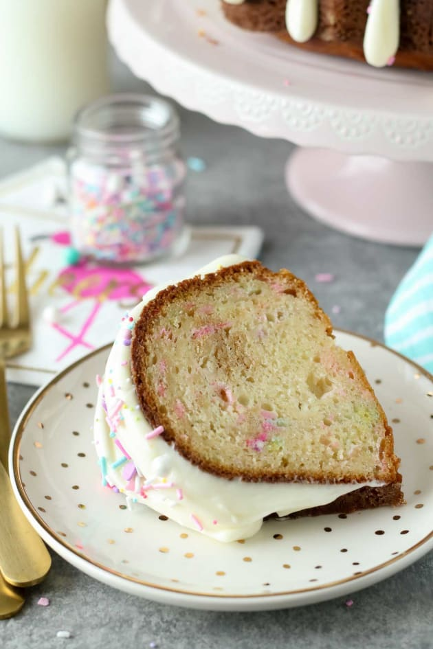 Funfetti Cheesecake Bundt Cake Pic
