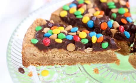 Chocolate Peanut Butter Cookie Pizza Recipe