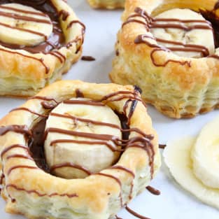 Banana nutella puff pastry cups photo