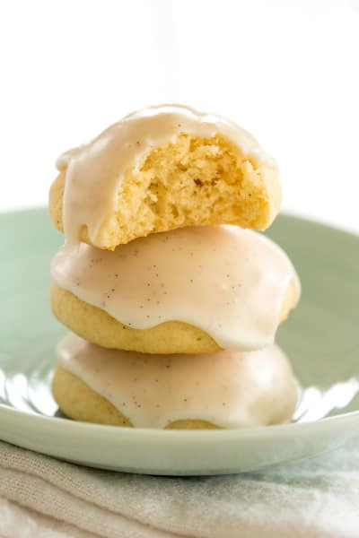 File 3 Vanilla Cookies with Vanilla Bean Glaze