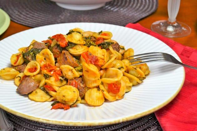 意大利香肠意面配白豆形象