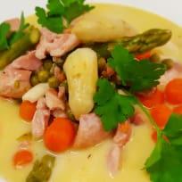 Spargeleintopf mit Hähnchen und Gemüse