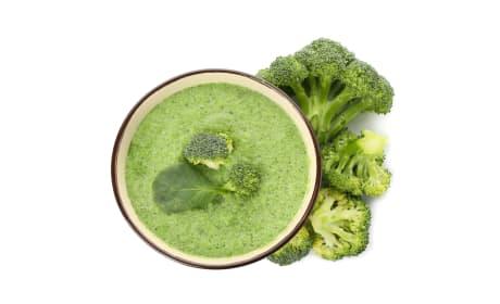 Green detox soup image
