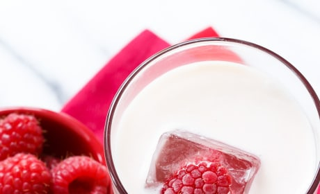 Raspberry Russian Holiday Cocktail Pic