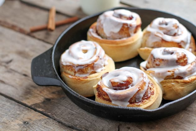 Chai Spice Cinnamon Rolls - Food Fanatic